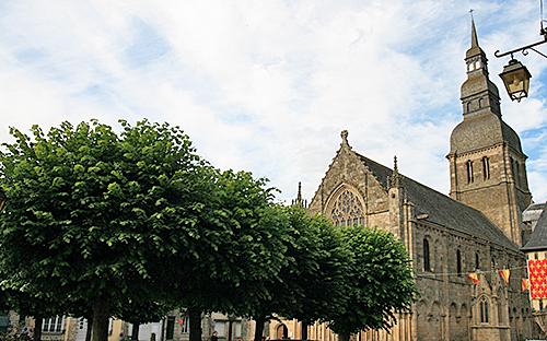 Dinan Tilleul Basilique
